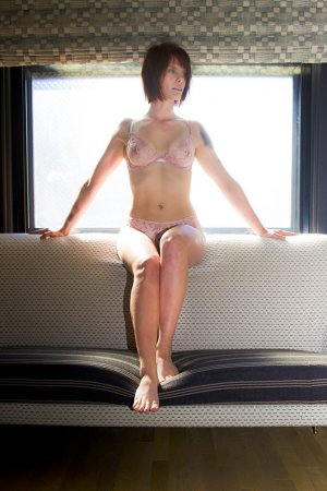 Jeannine outcall escort in Petersburg