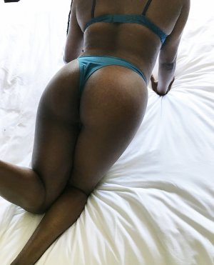 Aouatif escort girl in Austin Texas